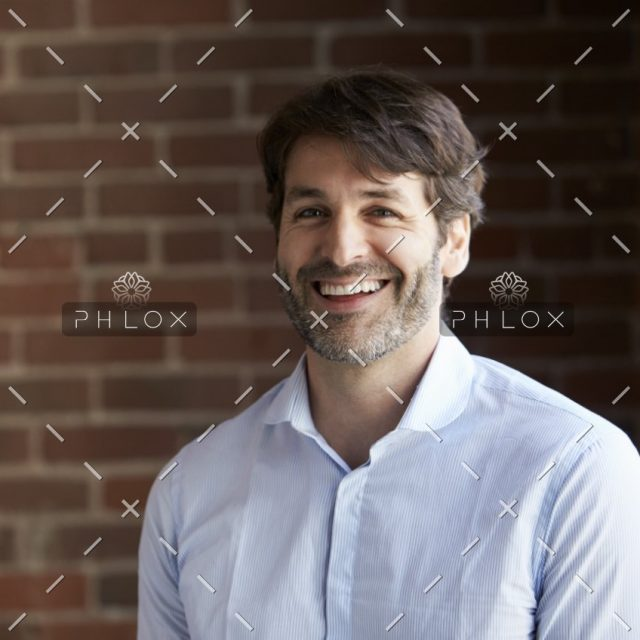 demo-attachment-442-head-and-shoulders-portrait-of-businessman-in-P2DXHCH@2x-1
